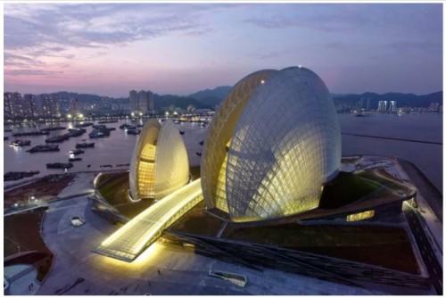 Desainnnya yang unik menjadikan gedung ini landmark baru di