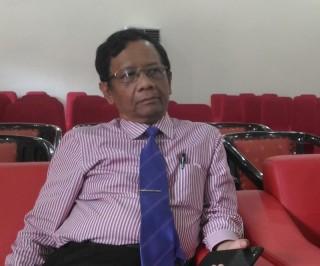 Mahfud Sambangi Ganjar usai Penetapan Gubernur Terpilih