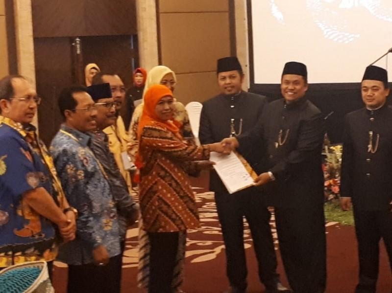 KPU Jatim tetapkan Khofifah Indar Parawansa-Emil Elistianto Dardak sebagai Gubernur dan Wakil Gubernur Jawa Timur terpilih pada Pilgub Jatim 2018. Medcom.id/Amaluddin