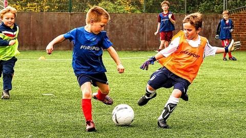 Tiga Manfaat Bermain Sepak Bola Bagi Kesehatan Fisik dan Mental Si Kecil