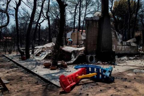 Nelayan Selamatkan Anak-anak dari Kebakaran Hutan Yunani