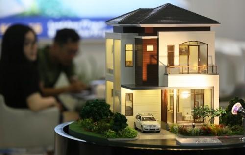 Maket kompleks perumahan dalam sebuah pameran properti.