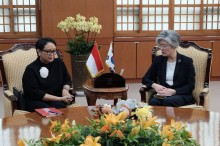 FM Retno Holds Bilateral Meeting with Her South Korean
