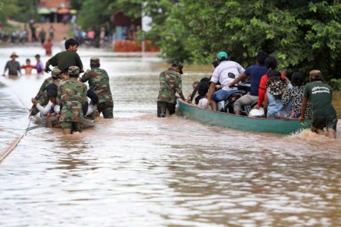 3.000 Warga Laos Bertahan di Atap Rumah Menunggu Dievakuasi