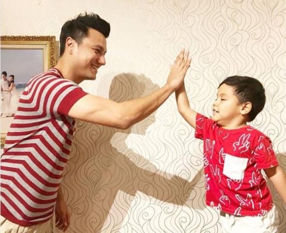 Aktor Christian Sugiono mengaku bahwa tak mudah memposisikan diri sebagai menjadi orang tua sekaligus teman untuk buah hati. (Foto: Dok. Instagram Christian Sugiono/@csugiono)