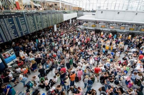 Seorang Wanita Picu Pembatalan 200 Penerbangan di Munich