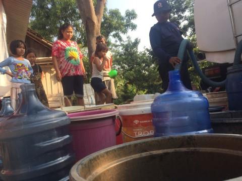 Warga di Tegal Terpaksa Beli Air Bersih karena Kekeringan