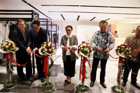 RISING FASHION, Kolaborasi Apik Kreator Busana Indonesia dan Singapura