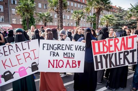 Ribuan Orang Protes Larangan Pemakaian Burqa dan Niqab di Denmark