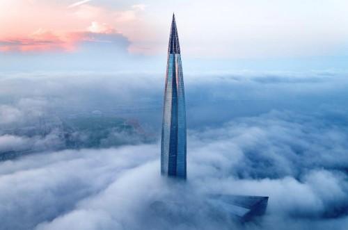 Tantangan utama membangun gedung tinggi, adalah mensiasati