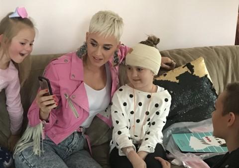 Kejutan Katy Perry untuk Bocah Penderita Tumor Otak