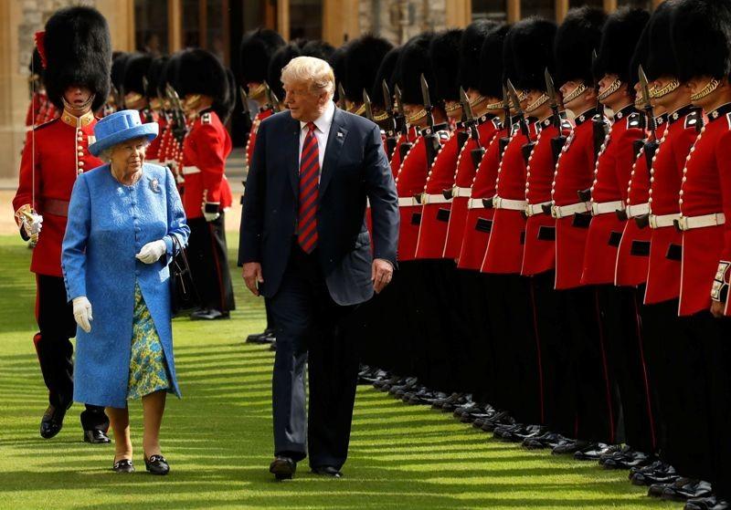 Presiden AS Donald Trump tuduh disuruh menunggu oleh Ratu Elizabeth II pada 13 Juli 2018 (Foto: AFP).