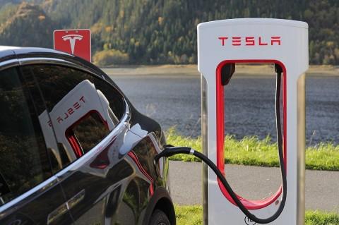 Tesla Kembangkan Chip AI Khusus Mobil Otonom
