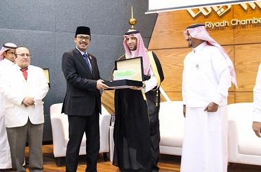 Dubes Maftuh Abegabriel bersama Pangeran Faisal bin Sultan Al
