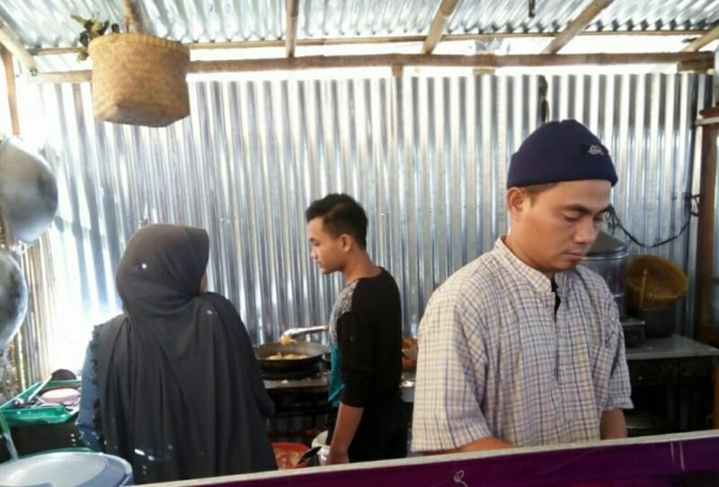 Warung soto milik Joko Tri Harmanto atau yang akrab disapa Bang Jack di kawasan Manang, Baki, Sukoharjo, Jawa Tengah, Sabtu, 4 Agustus 2018. Medcom.id/ Pythag Kurniati.