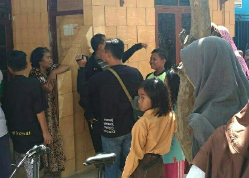 Suasana toko kacamata milik terduga teroris YW, di Pasar Kemantran, Tegal, Jawa Tengah, Sabtu, 4 Agustus 2018.. Medcom.id /Kuntoro Tayubi.