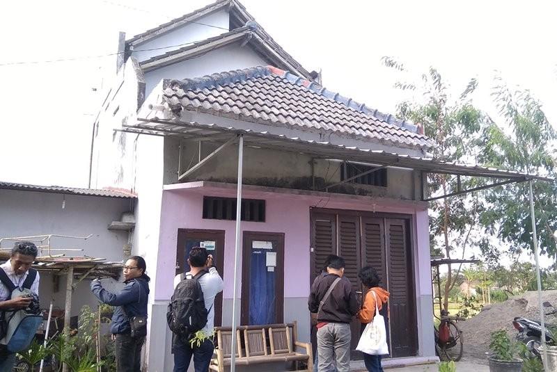 Rumah Arif digeledah Anggota Detasemen Khusus (Densus) 88 Mabes Polri di Dusun Sribit Lor RT 6 RW 13, Desa Sendangtirto, Kecamatan Berbah, Kabupaten Sleman. Medcom.id/ Ahmad Mustaqim.