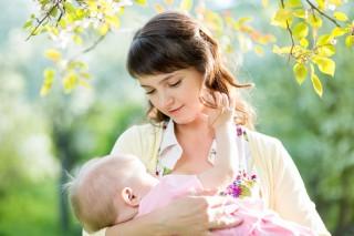 Tips Menyusui Bayi Kembar