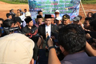 Mendes PDTT Bagikan Ratusan Sertifikat Tanah di Bengkulu
