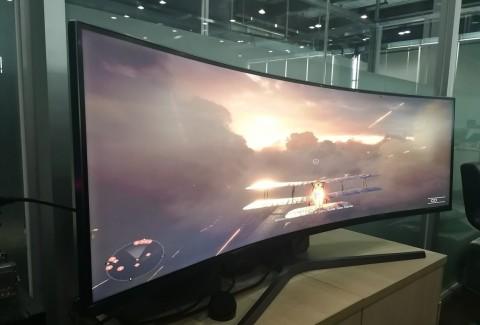Begini Rasanya Main Game Pakai Monitor Lengkung 49 Inci