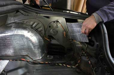 Pemasangan peredam di mobil bisa menambah kenyamanan di dalam