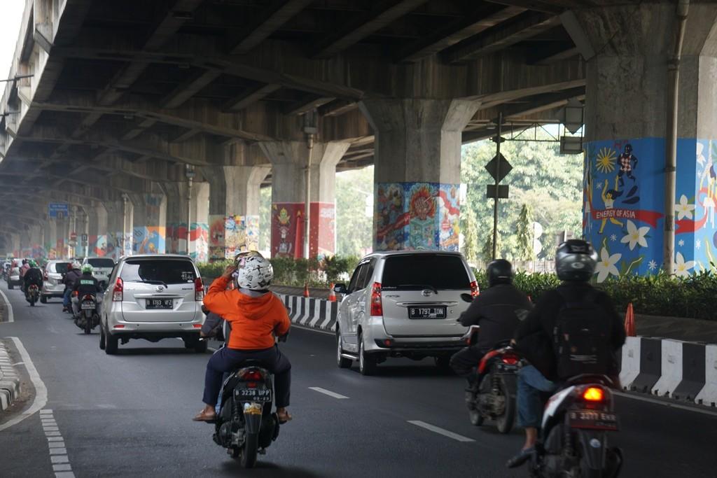 Pilar jalan layang di sepanjang Pulomas-Rawamangun. (Foto: Medcom/Kautsar)