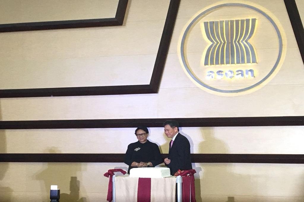 Sekjen ASEAN Lim Jock Hoi (kanan) bersama Menlu Retno Marsudi di ASEAN Secretariat, Rabu 8 Agustus 2018. (Foto: Sonya Michaella)