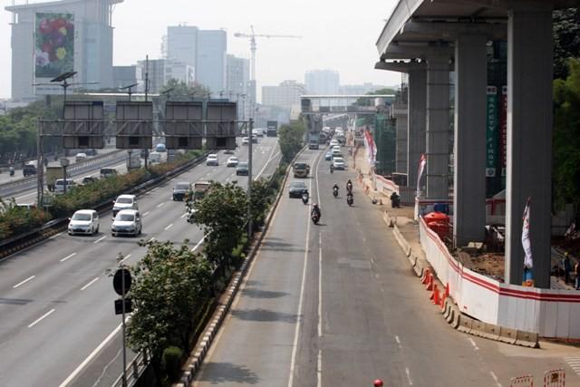 Suasana lalu lintas di Jalan MT Haryono terlihat lebih lengang setelah penerapan aturan plat nomor ganji-genap. Foto: MI/Adam Dwi