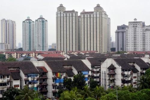 Deretan apartemen dan rumah susun di Kemayoran, Jakarta Pusat.