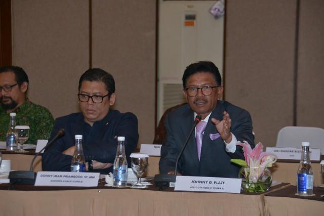 Anggota Komisi XI DPR RI Johnny G Plate (kanan). (Foto: Dok. DPR)