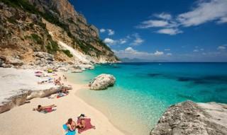 Mencuri Pasir di Pantai Sardinia Bisa Didenda Rp50 Juta