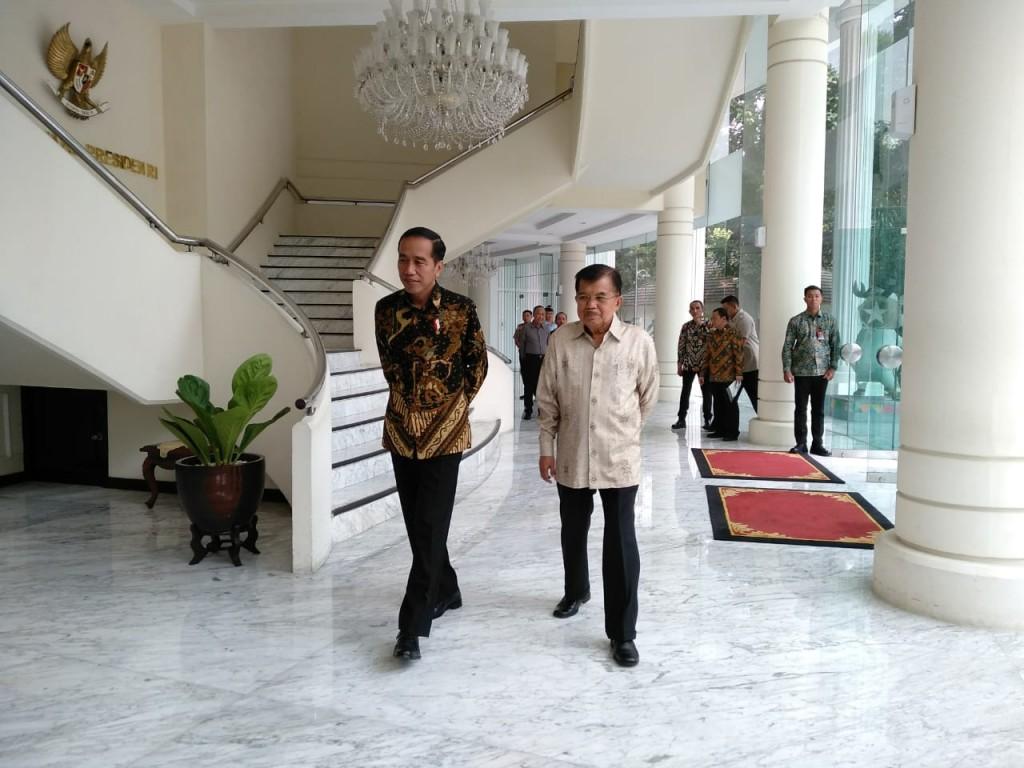 Presiden Joko Widodo (kiri) usai sowan ke Wakil Presiden Jusuf Kalla di Kantor Wapres. Foto: Medcom.id/Desi Angriani.