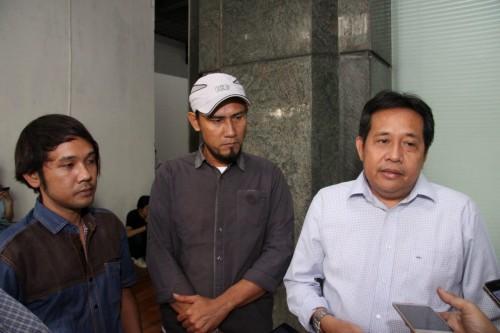 (kiri-kanan) Hakim (asisten produksi), Hendro (casting director)