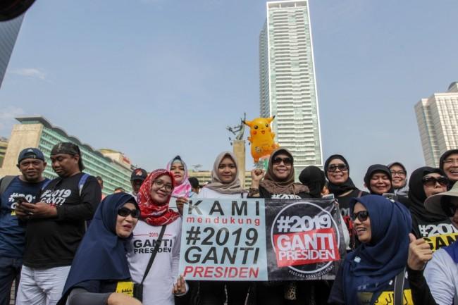 Ilustrasi massa yang tergabung dalam Forum Jihad Umat Islam (Forjuis) mengenakan kaos bertuliskan #2019GantiPresiden saat CFD di Bundaran HI, Jakarta. Foto: MI/Pius Erlangga.