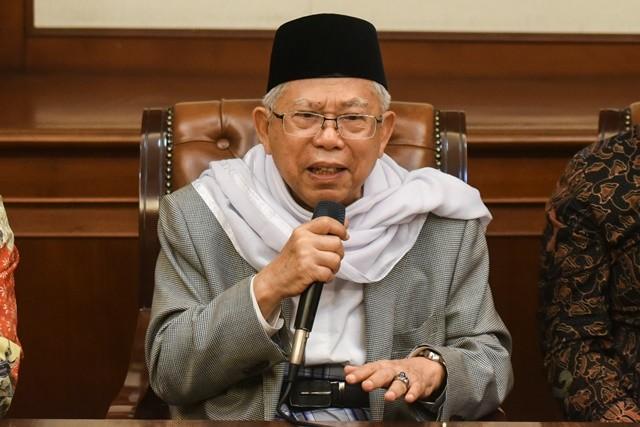 Rais 'Aam PBNU Ma'ruf Amin memberikan keterangan pers di gedung PBNU, Jakarta, Kamis (9/8). Foto: Antara/Hafidz Mubarak
