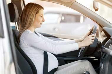 Pahami cara mengemudi yang aman dan aman untuk ibu hamil.