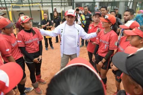 Menpora Imam Nahrawi mengunjungi pelatnas tim softball putri dan
