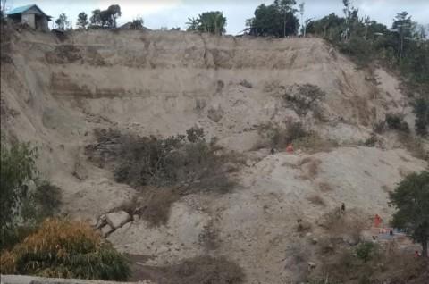 Tanah Labil Membahayakan Upaya Pencarian Korban Gempa