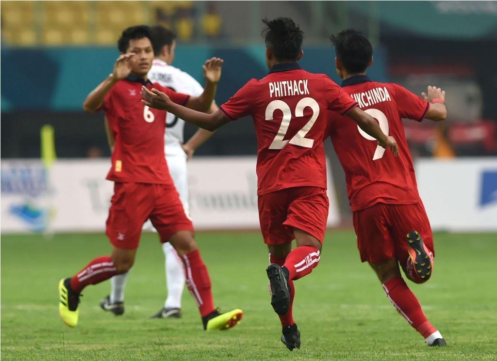 Kongmathilath Phithack (22) berhasil memperkecil kekalahan menjadi 1-2. (Foto: Arief Bagus / AFP)
