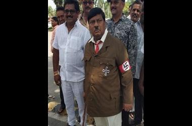 Naramalli Sivaprasad menggunakan pakaian ala Hitler di India.