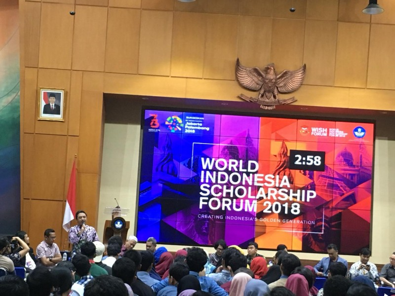 Pemimpin Redaksi Medcom.id, Abdul Kohar, saat memberi paparan Beasiswa OSC di acara World Indonesia Scholarship (WISH) Forum 2018, Medcom.id/Dian Ihsan Siregar.