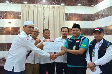 Penyerahan bantuan dana dari jemaah haji asal RI di Makkah untuk