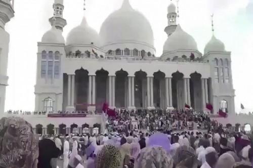 Ratusan orang berunjuk rasa di Masjid Agung Weizhou di Ningxia,