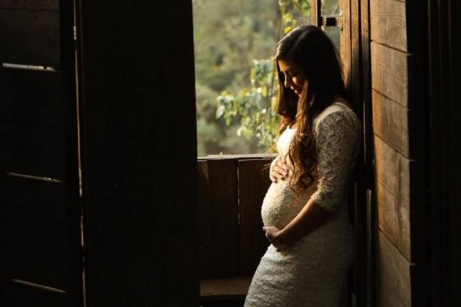Menurut para peneliti, perempuan hamil berusia 35 sampai 39 tahun memiliki risiko serangan jantung lima kali lebih besar. (Foto: Mel Elias/Unsplash.com)