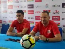 Pelatih Borneo FC Iri dengan Dukungan Aremania