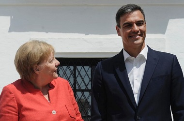 PM Spanyol Pedro Sanchez  (kanan) dan Kanselir Jerman Angela