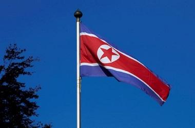 Bendera Korut. (Foto: AFP)