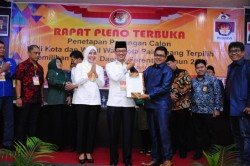 Ditetapkan KPU, Harnojoyo-Fitrianti Kembali Pimpin Palembang