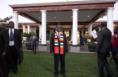 Presiden Zimbabwe Emmerson Mnangagwa di rumah kediaman presiden