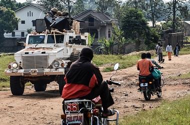 Pasukan keamanan dari misi PBB berpatroli di Munzambayi, DR